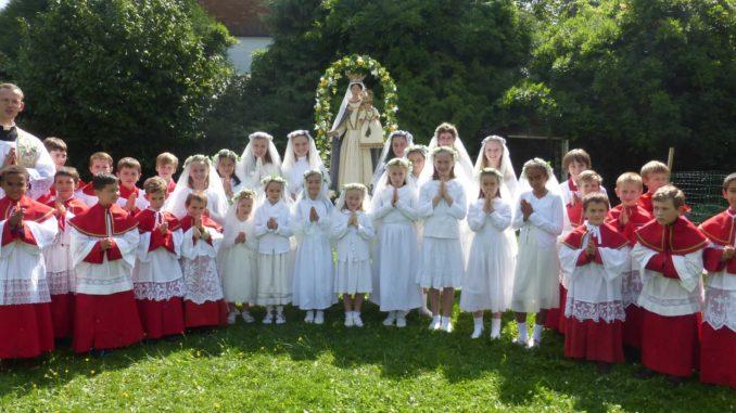 Nos cum prole pia, benedicat Virgo Maria!